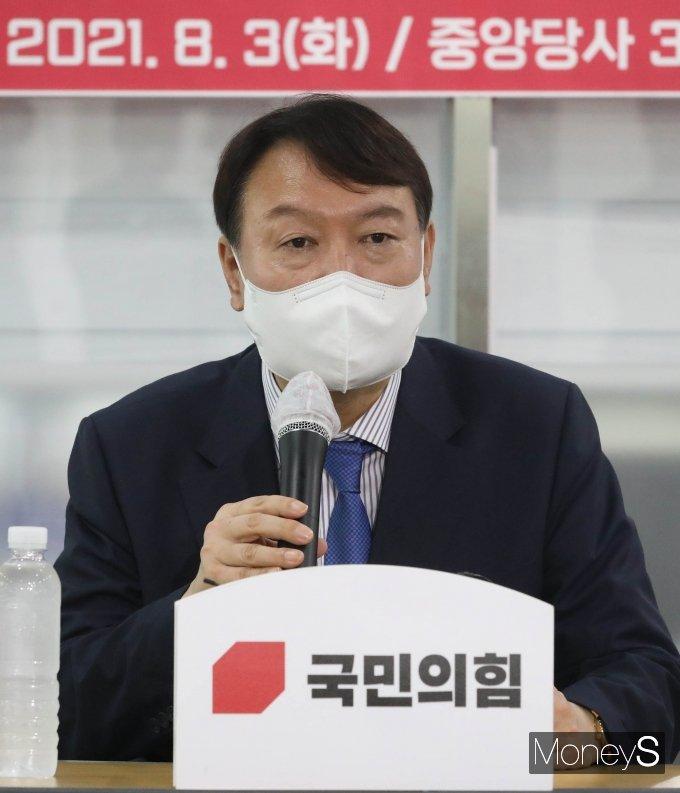 [머니S포토] 윤석열 대선 예비후보 '원외당협위원장 목소리 듣기 위해'