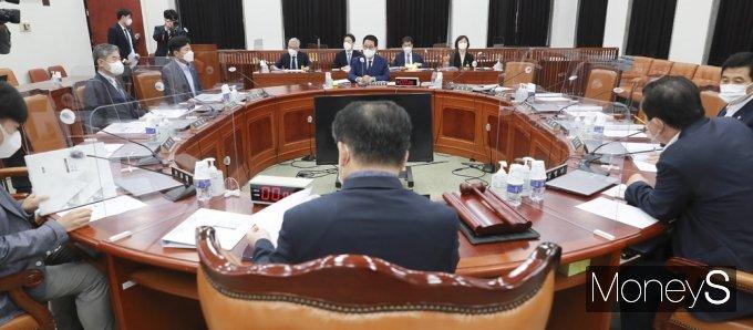 [머니S포토] 박지원 국정원장 출석, 국회 정보위 전체회의
