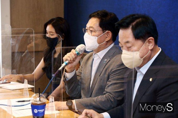 [머니S포토] 자영업자 만난 송영길 대표