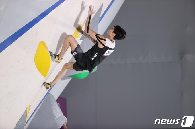 [사진] 클라이밍 천종원 '테이핑 꼼꼼하게 하고'