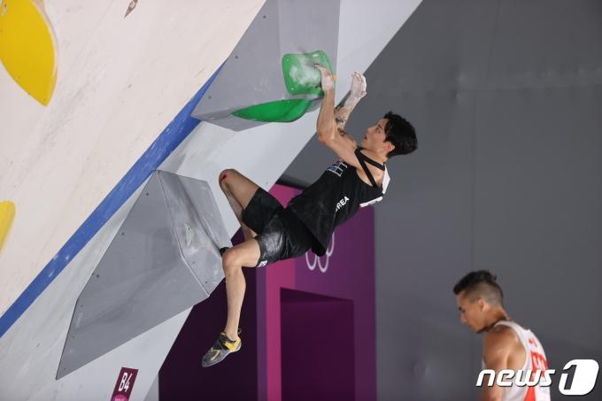 [사진] 클라이밍 천종원 '루트파인딩 신중'