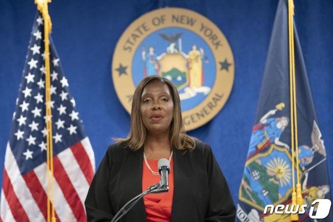 레티샤 제임스 뉴욕주 검찰총장이 3일 앤드루 쿠오모 뉴욕주지사의 성추행 의혹에 대한 검찰 조사 결과를 발표하고 있다. © 로이터=뉴스1