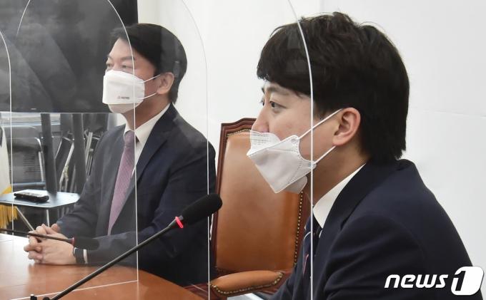 이준석 국민의힘  대표와 안철수 국민의당 대표 © News1 오대일 기자