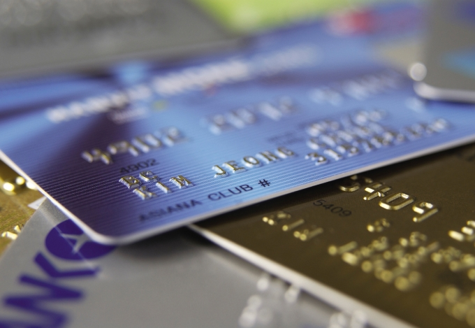 보험사들이 신용카드 결제 비중을 계속해서 낮추고 있는 것으로 나타났다./사진=이미지투데이