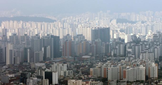 부동산 정보제공 업체 경제만랩은 올해 1~6월 서울 거주자가 타 지역 아파트 매입한 거래량은 3만2420건으로 관련 통계 작성 이후 상반기 기준 역대 최고치를 기록했다고 밝혔다. /사진=뉴스1