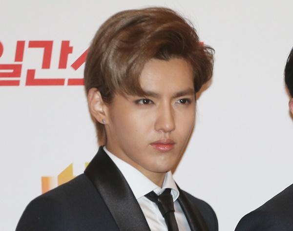 성폭행 혐의로 중국 공안에 체포된 아이돌그룹 엑소(EXO)의 전 멤버 크리스(중국명 우이판)가 징역 10년형의 중형을 선고받을 가능성이 있다고 중국 관영매체들이 잇따라 보도했다. /사진=뉴스1
