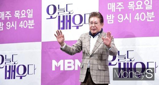 배우 김용건(76)이 13년간 만남을 지속해왔다는 39세 연하 여성 A씨로부터 낙태 강요미수 혐의로 피소된 가운데 A씨가 김용건의 입장문 내용에 반박했다. /사진=임한별 기자