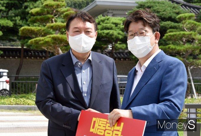 [머니S포토] 文 대통령 사과 촉구 野 시위 찾은 윤석열·권성동