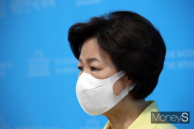 [머니S포토] 소통관 기자회견 마친 추미애 대선예비 후보