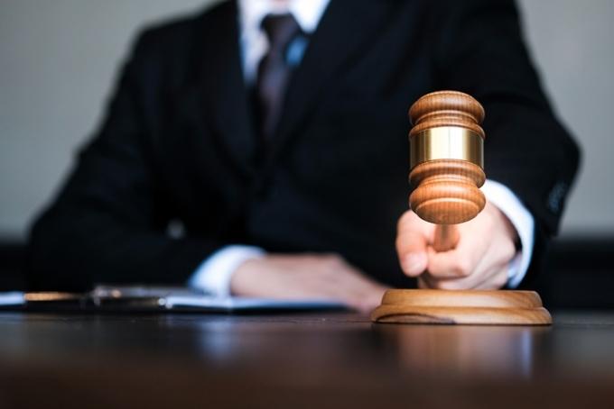 모의 권총과 흉기로 20대 여성을 협박해 금품을 갈취하려다 미수에 그친 혐의로 재판에 넘겨진 50대 남성이 중형을 선고받았다. 사진은 기사 내용과 무관함. /사진=이미지투데이