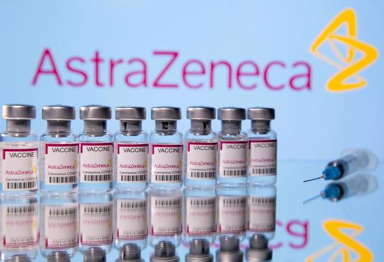지난 3일(이하 현지시각) 미국 매체 블룸버그통신은 미국감염병학회 소속 연구원의 발언을 인용해 델타 변이의 확산이 집단 면역 형성 문턱을 높였다고 보도했다. 사진은 아스트라제네카 신종 코로나바이러스 감염증(코로나19) 백신. /사진=로이터