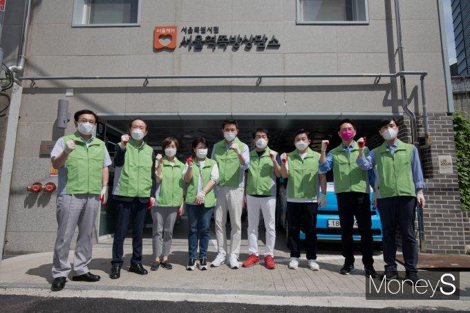 [머니S포토] 쪽방촌 봉사활동 앞서 기념촬영 하는 대선 경선 후보들