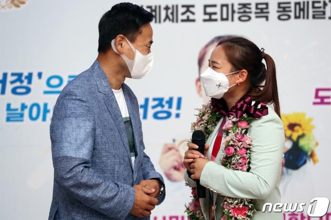 [사진] 대한민국 첫 부녀 메달리스트의 '행복한 미소'