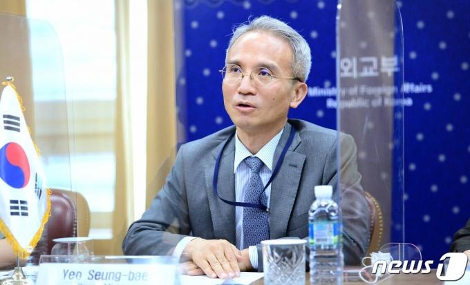 여승배 외교부 차관보가 4일 누르셰프 샤흐랏 카자흐스탄 외교부 제1차관과 '제11차 한-카자흐스탄 정책협의회'를 화상으로 진행했다. (외교부제공)© 뉴스1