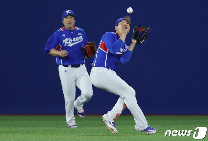 [사진] 오지환 '공 빠졌다'