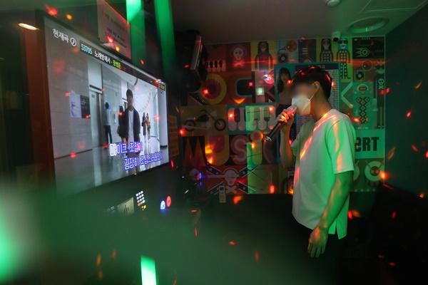 5일 부산진경찰서에 따르면 집합금지 명령을 어기고 영업한 노래방이 4일만에 또 적발됐다. 사진은 기사내용과 무관함. /사진=뉴스1