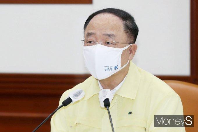 """[머니S포토] 홍남기 부총리 """"채무만기·이자상환 유예 연장 9월중 검토"""""""