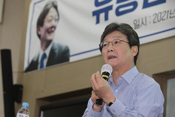 유승민 전 의원이 5일 페이스북과 유튜브를 통해 저출생 해결 공약을 발표했다. 사진은 유승민 전 의원이 지난 5월 영남대학교에서 강연을 하는 모습이다./사진=뉴스1