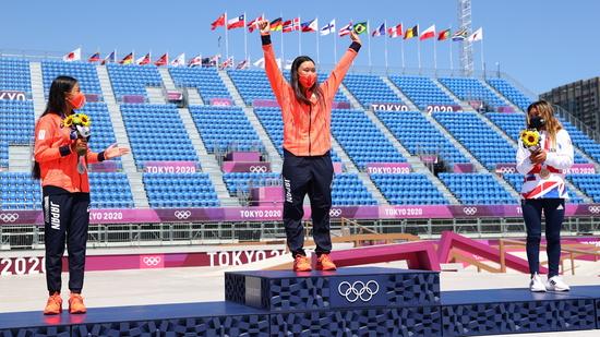 지난 4일 일본 도쿄 아리아케 스포츠 파크에서 열린 2020 도쿄올림픽 스케이트보딩 여자부 파크에서 10대 선수 3명이 메달을 목에 걸었다. 사진은 왼쪽부터 은메달리스트 히라키 고코나(12)·금메달리스트 요소즈미 사쿠라(19)·동메달리스트 스카이 브라운(13) /사진=로이터