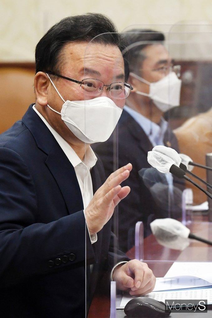 [머니S포토] 국정현안점검조정회의, 발언하는 김부겸 총리