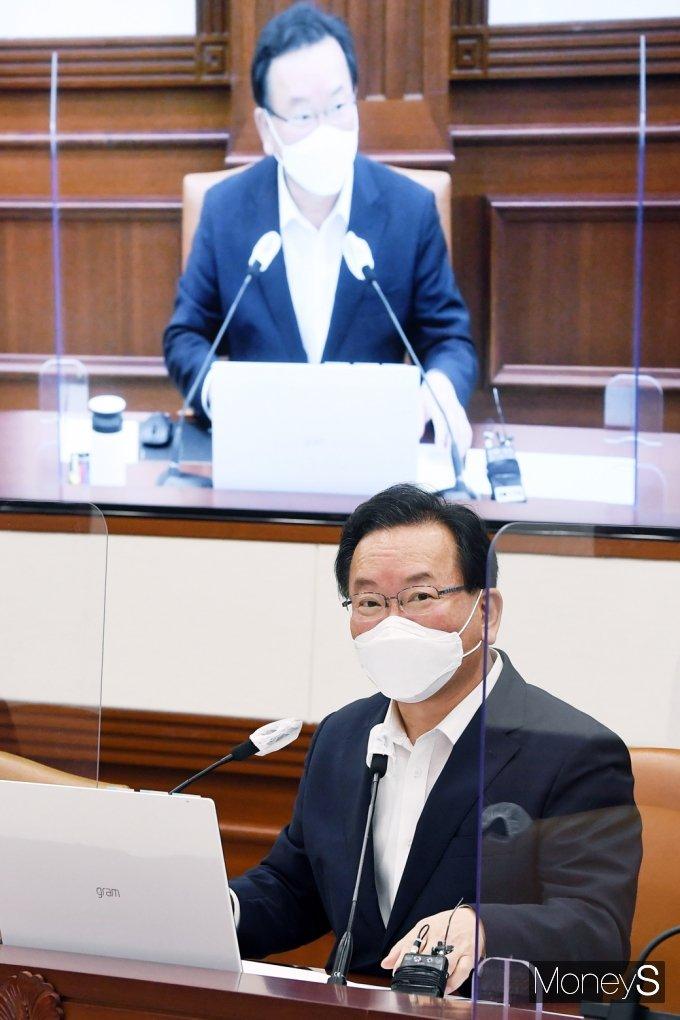 [머니S포토] 국무위원 앞 발언하는 김부겸 국무총리