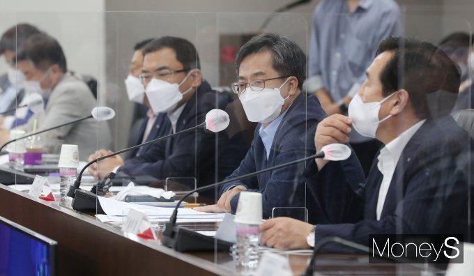 [머니S포토] 중소기업인들과 대화 나선 김동연 전 부총리