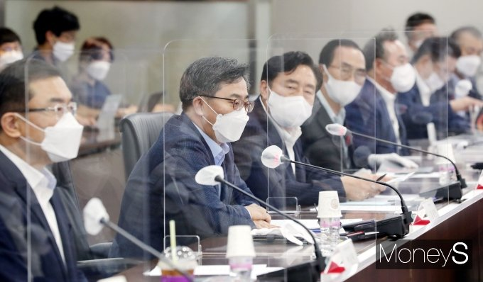 [머니S포토] '중소기업인들과 대화'에서 발언하는 김동연