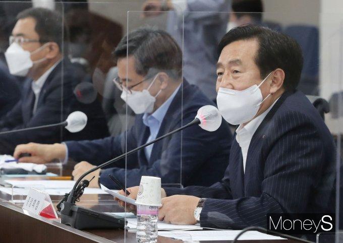 [머니S포토] '김동연 전 경제부총리-중소기업인들과 대화', 발언하는 김기문