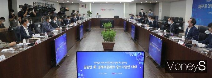 [머니S포토] '김동연 전 경제부총리와 중소기업인 대화'