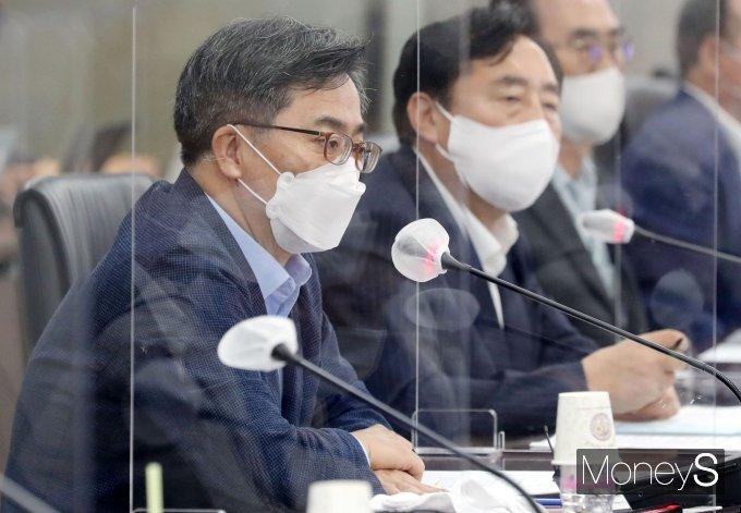 [머니S포토] 김동연 '중소기업인 현장목소리 청취 위해'
