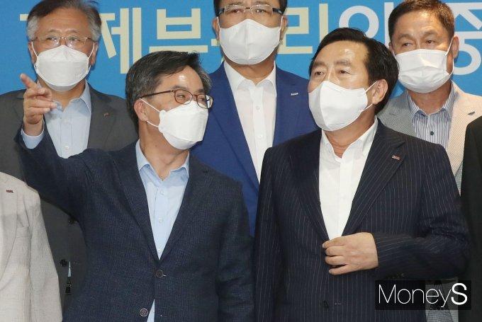 [머니S포토] 유력 대선후보 김동연, 중소기업중앙회 방문