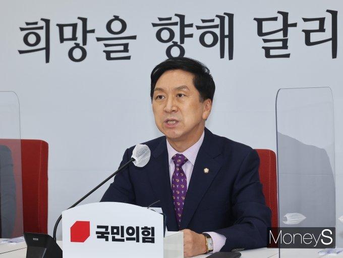 [머니S포토] 취임 100일 기자회견에서 대선 각오 밝히는 김기현 원내대표