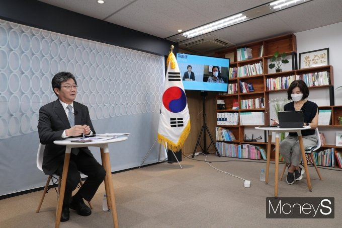 [머니S포토] 온라인 기자간담회 하는 유승민 대선 후보