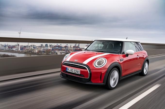 한국자동차기자협회가 선정한 8월의 차는 '뉴 미니(MINI) 쿠퍼'로 결정됐다. /사진=BMW미니코리아(한국자동차기자협회)