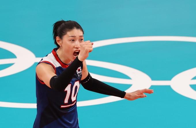 김연경이 지난 4일 오전 일본 도쿄 아리아케 아레나에서 열린 2020도쿄올림픽 여자 배구 8강 대한민국과 터키전에서 득점 성공 후 기뻐하고 있다. /사진=뉴스 1