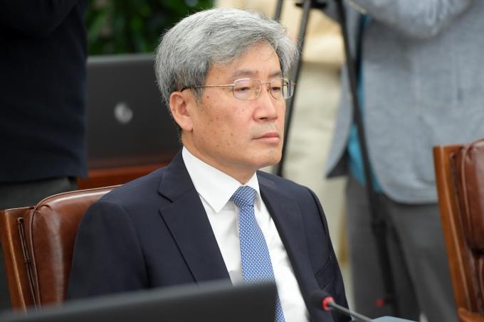 '매파' 고승범, 신임 금융위원장으로… 이달 기준금리 영향 주나