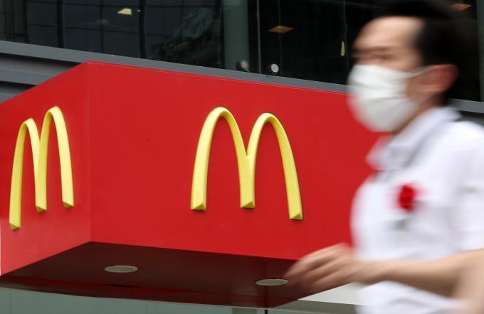 """맥도날드, 황당한 떠넘기기… """"거기서 알바한 게 죄인가요"""""""