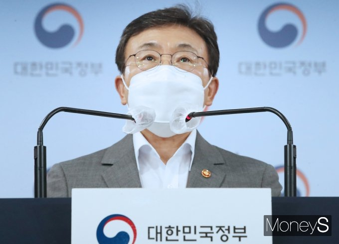 [머니S포토] 보건부 권덕철, K-글로벌 백신 허브화 비전·전략 발표
