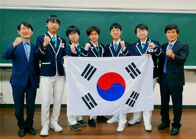 국제물리올림피아드 휩쓴 韓 대표단… 전원 금메달로 종합 '1위'