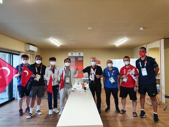 한국 선수단이 터키 선수단을 방문해 활발한 스포츠 교류를 논의하기로 했다.(대한체육회 제공)© 뉴스1