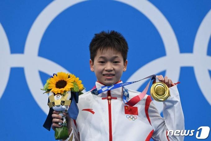 14세에 금메달리스트가 된 취안훙찬. © AFP=뉴스1
