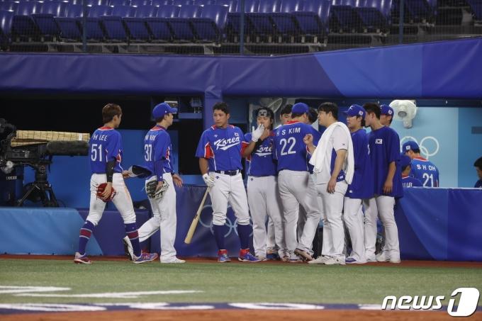 [사진] 마지막 공격 위해 들어오는 대한민국 야구 대표팀