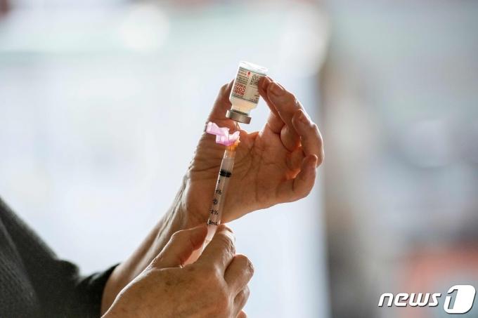 미국 매사추세츠주 보스턴에서 모더나 코로나19 백신 접종을 준비하는 모습.  © AFP=뉴스1 자료 사진