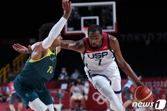 2020 도쿄 올림픽에 참가한 농구 대표팀을 이끌고 있는 케빈 듀란트. © AFP=뉴스1