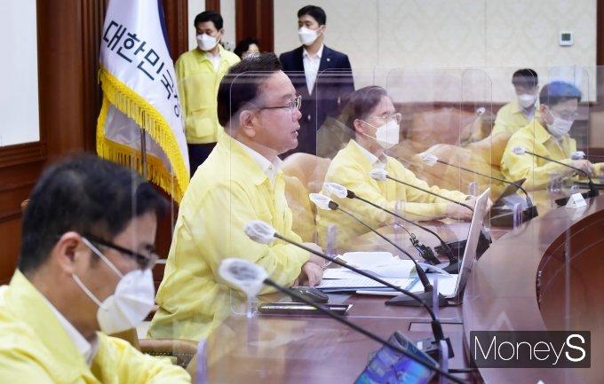 """[머니S포토] 정부 """"수도권 4단계·비수도권 3단계, 거리두기 2주 더 연장"""""""