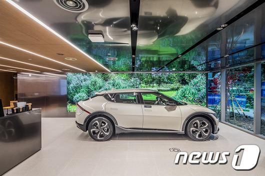 전기자동차 수요가 늘어나면서 전기차보험에 대한 관심도 커지고 있다. 사진은 기아차 EV6./사진=뉴스1