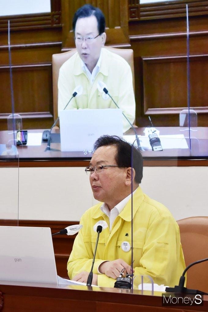 [머니S포토] 코로나19 대응 중대본, 발언하는 김부겸 총리