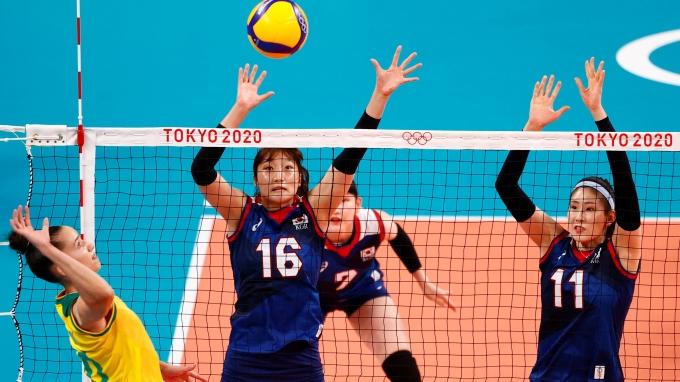 한국 여자 배구대표팀이 지난달 25일 일본 도쿄 아리아케아레나에서 열린 2020도쿄올림픽 배구 A조 1차전 브라질 상대로 세트스코어 0-3으로 패했다. /사진= 로이터