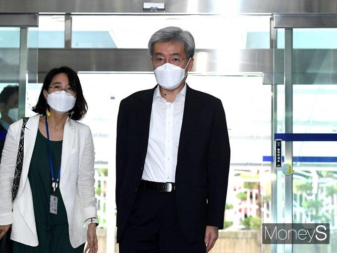 [머니S포토] 고승범 금융위원회 위원장 후보자, 첫 출근