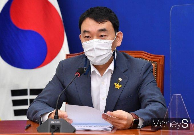 [머니S포토] 모두 발언하는 김용민 최고위원